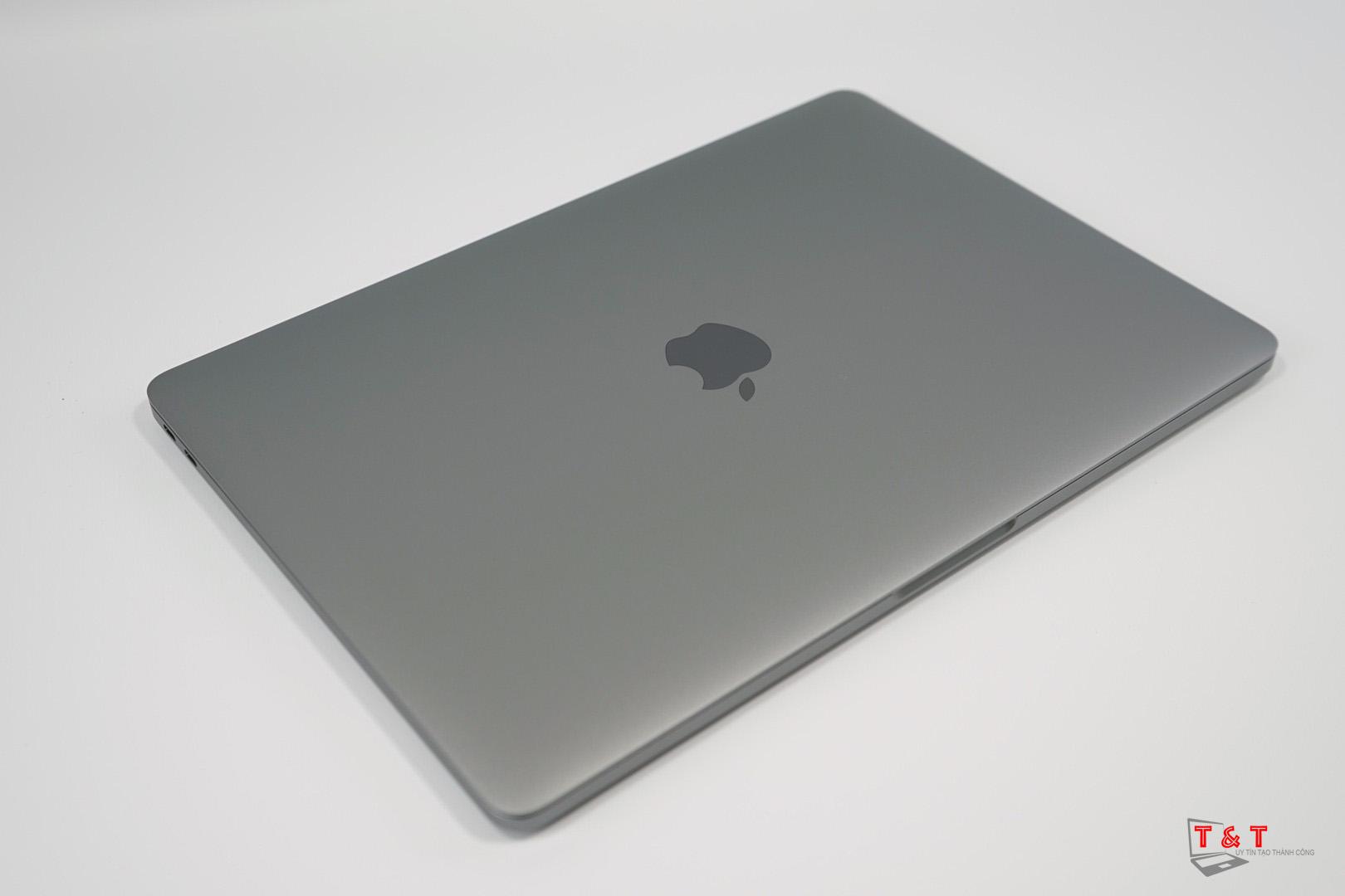 macbook-pro-2017-mpxq2