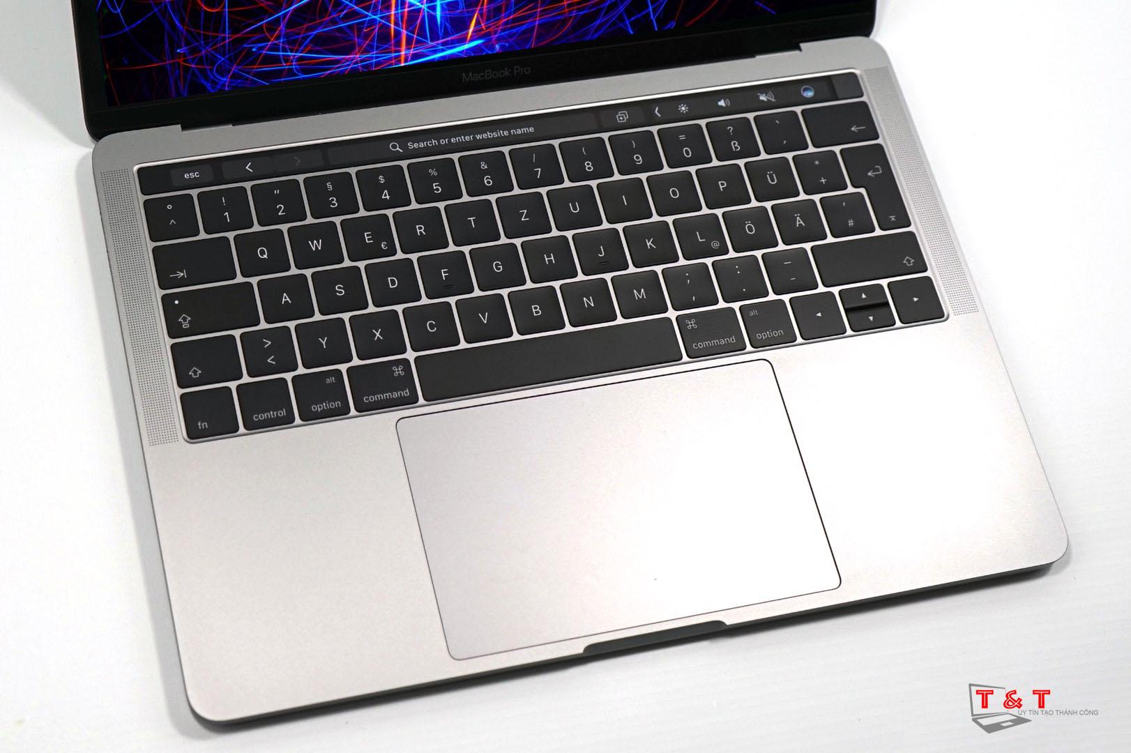 macbook-pro-2017-touchbar
