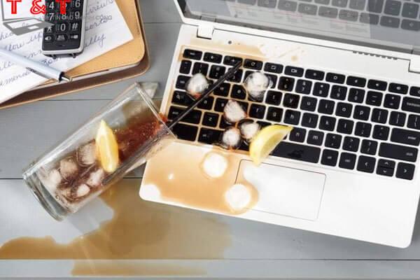 Nguyên nhân Macbook vào nước